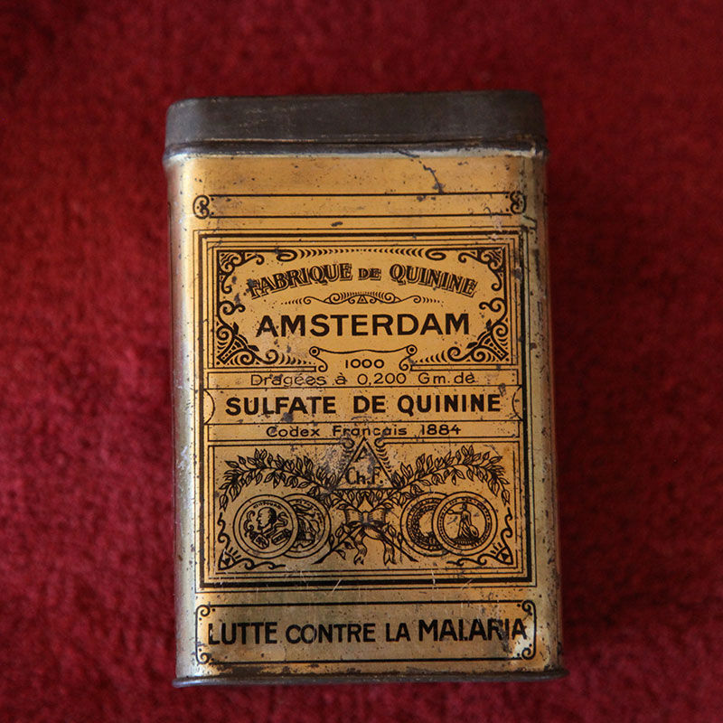 Tin box for storing Dutch-produced quinine sulphate. Photo: Quique Bassat.