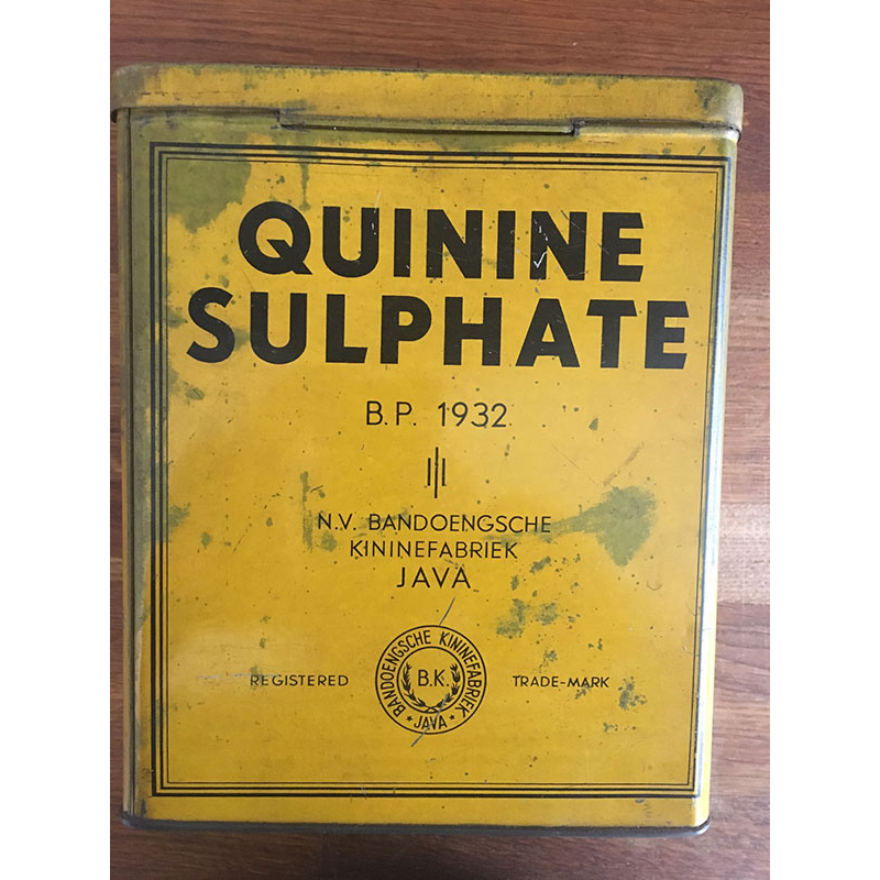 Tin box for storing quinine sulphate from Java. Photo: Quique Bassat.