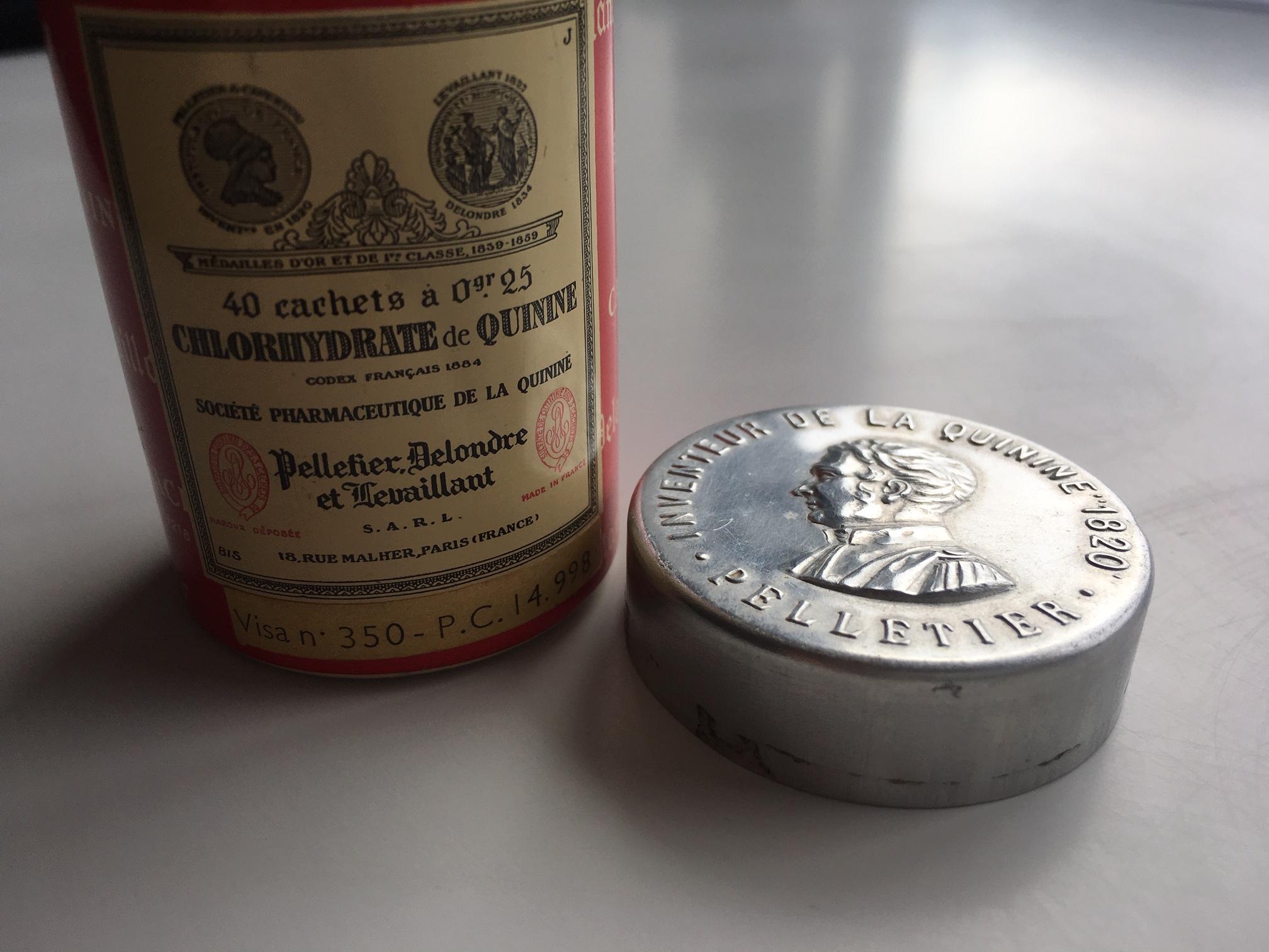 Recipiente de clorhidrato de quinina de la marca Pelletier, Delondre et Levaillant. Foto: Quique Bassat.
