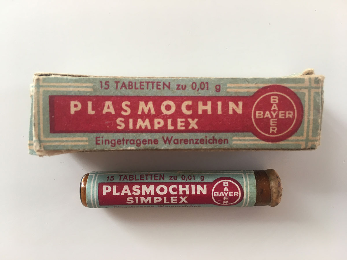 Container and tube with Plasmochin simplex. Photo: Quique Bassat.